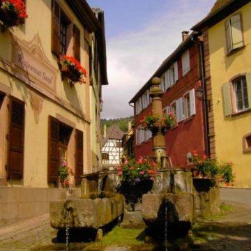 Fontaine du xviie siècle avec ses deux bassins secondaires